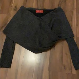 Akira long sleeve crop. NWT. Size small